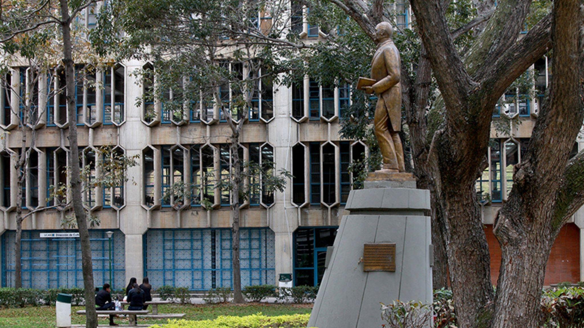 ucab-statue